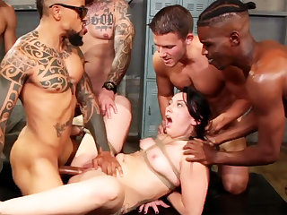 Brunette steadfast fucked  in the lead gym