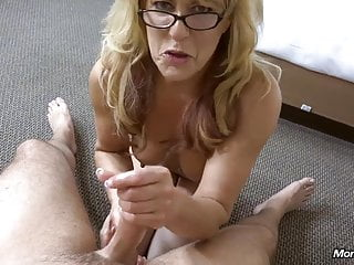 Dilettante Cougar gets a massive facial