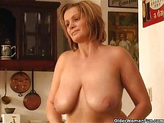 Chunky mature woman with beamy pair