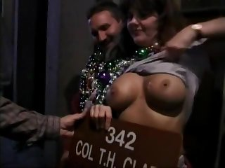 [HD] Bunch of women flashing at Mardi Gras
