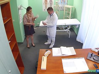 Trimmed pussy amateur Valentina Ross fucked vulnerable the hospital table