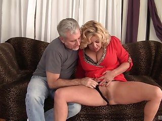 Mature granny Karen Summer fucked in their way Victorian pussy by a stranger
