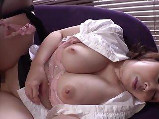 menantu pemerkosaan ibu mertua Jepang dengan pantat dan payudara besar