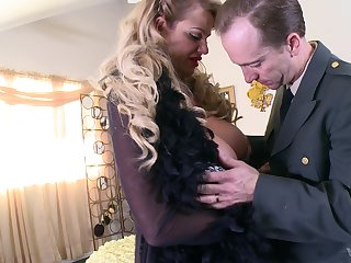 Ripe output Kelly Madison rides a gumshoe and her saggy tits bounce