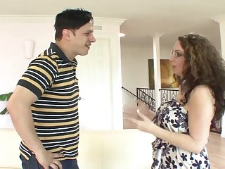 Amateur mature Kiki Daire with glasses having sex with a neighbor
