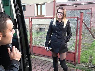 Nerdy slim bitch in black stuff Samantha fucks mad inside the car
