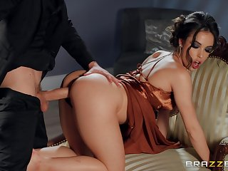 MILF ends a good sex play back cum on the top of her more ass