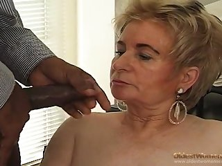 Black boss fucks blonde old secretary on the table