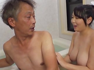 Curvaceous Asian Minazumi Hikari applies herself when pleasing an doyen man