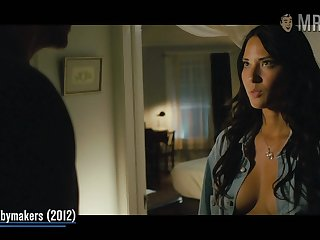 Look forward alluring hottie Olivia Munn flashing her sexy body in one of her movies