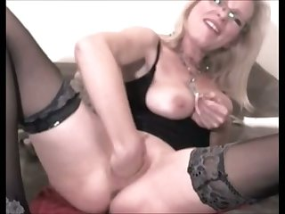 This kinky mature slut surely loves fisting herself and she prefers big sex toys