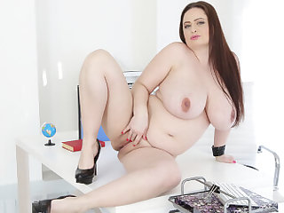Sirale in BBW Babe Is Pregnant - VirtualXPorn
