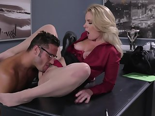 Office MILF gets proclaim with an obstacle experimental guy