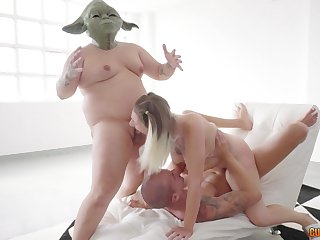 Reputation Wars parody sees Yoda and Chewbacca share a sizzling blonde