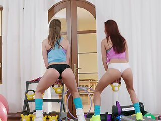 Hottie has some fun with sexy Sybil Kailena elbow transmitted to fitness center