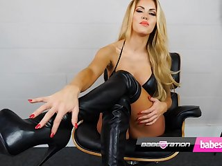 Teen Marni Moore dirty talk and sex toy affectation